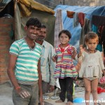 Father, daughters, family, tents, New Delhi, road